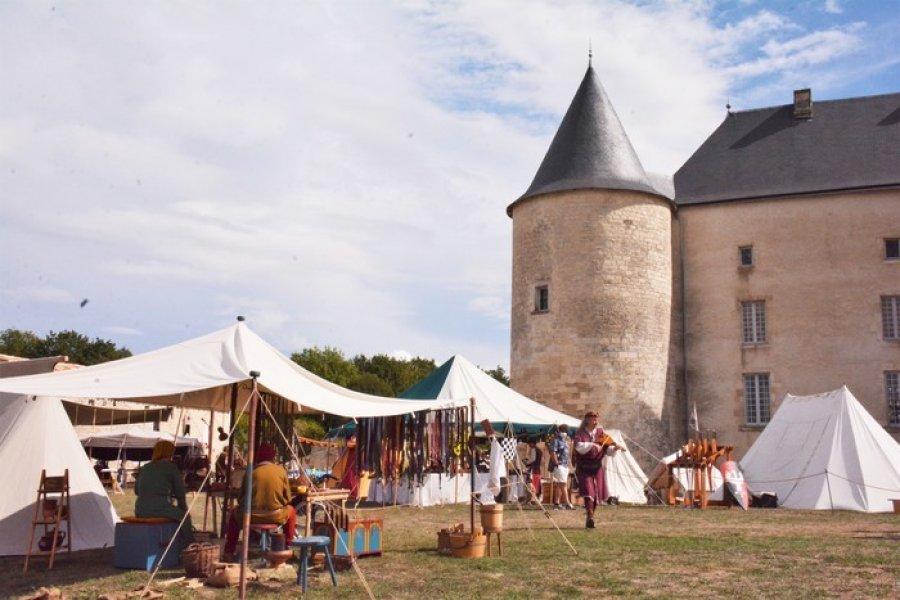 Safran de la chaise à la fête médiévale d'Ensigné